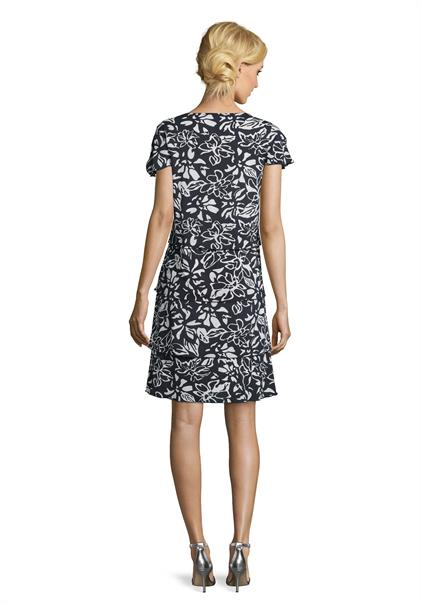 Betty Barclay jurk 1041-1464 in het Marine