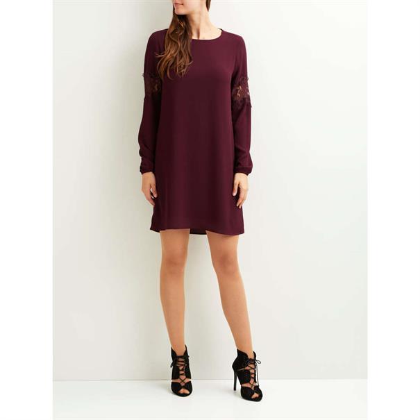 jurk 23025796 in het Bordeaux