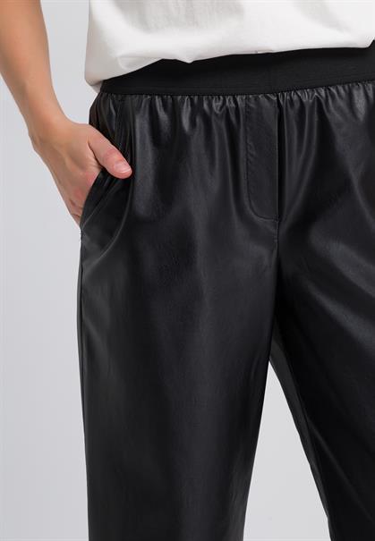 Marc Aurel flared en wijde broeken Regular Fit 1491-2003-92874 in het Zwart